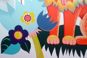 detail fleurs et pattes lion